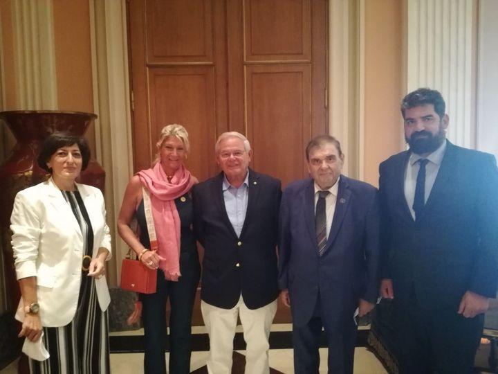 Συνάντηση της Αρμενικής Εθνικής Επιτροπής με τον γερουσιαστή Ρόμπερτ Μενέντεζ