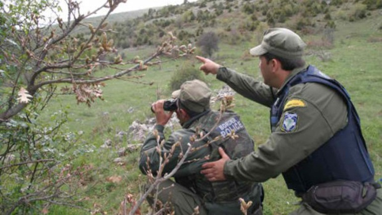 Συνελήφθη διακινητής ο οποίος προωθούσε παράνομα στο εσωτερικό της χώρας μη νόμιμους μετανάστες
