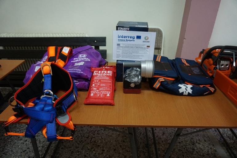 Πολύτιμο υλικό για διασώσεις και πρώτες βοήθειες παραδόθηκε στον Ερυθρό Σταυρό Κομοτηνής και στην Ομάδα Διάσωσης Ροδόπης από τον Δήμο Κομοτηνής με πόρους του Interreg V-A Ελλάδα-Βουλγαρία