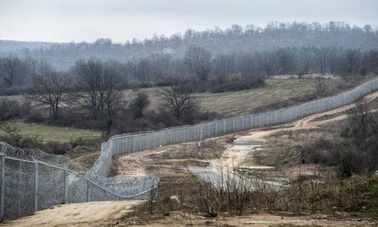 Ο Υπουργός Προστασίας του Πολίτη υπέγραψε τη σύμβαση για τον φράχτη του Έβρου