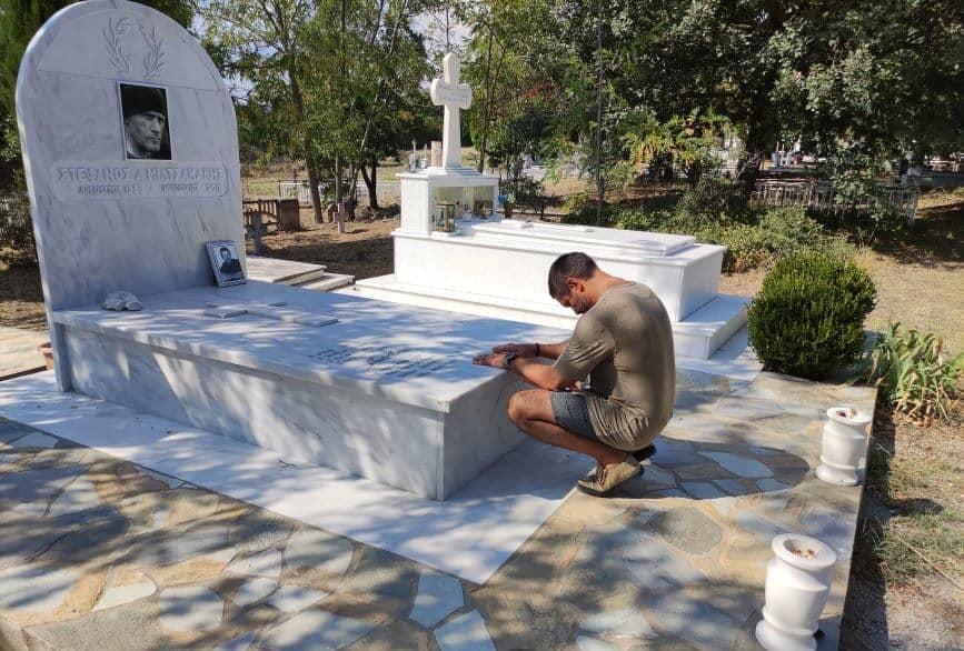 Στον τάφο του Έλληνα «γίγαντα» Στέφανου Μιλτσακάκη στον Προβατώνα Σουφλίου, ο Χολιγουντιανός ηθοποιός Manu Benett
