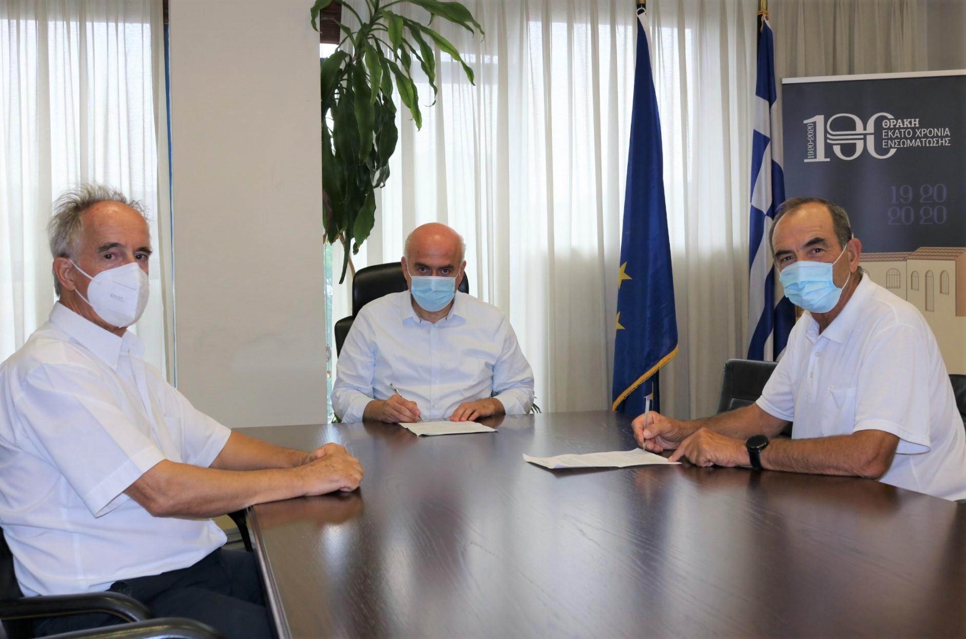 Υπογράφηκε η σύμβαση για την κατασκευή του δρόμου προς τη Μονή Μάξιμου Καυσοκαλυβίτη στο Παπίκιο όρος