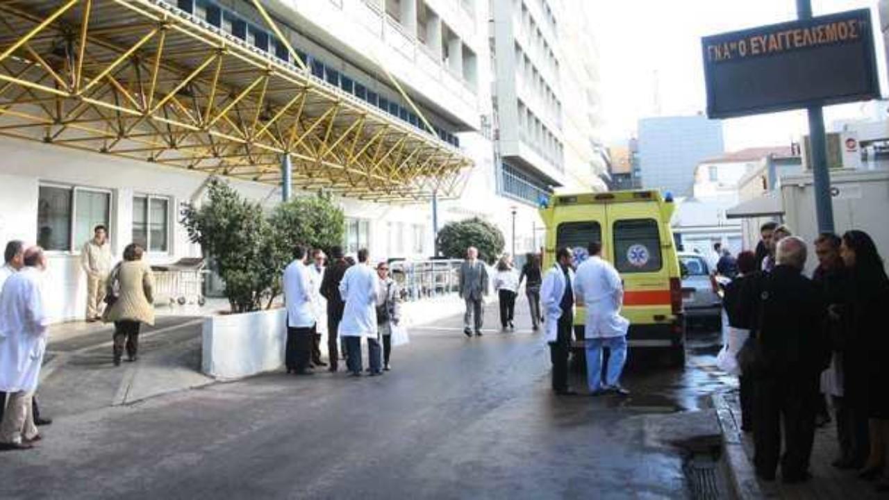 Διοικητική Υπάλληλος του νοσοκομείου «Ευαγγελισμός», Βάσια Μαντέλλου: «21χρονη νοσηλεύεται με περικαρδίτιδα – Συνάδελφοι παρουσίασαν διόγκωση αδένων μετά τον εμβολιασμό τους»