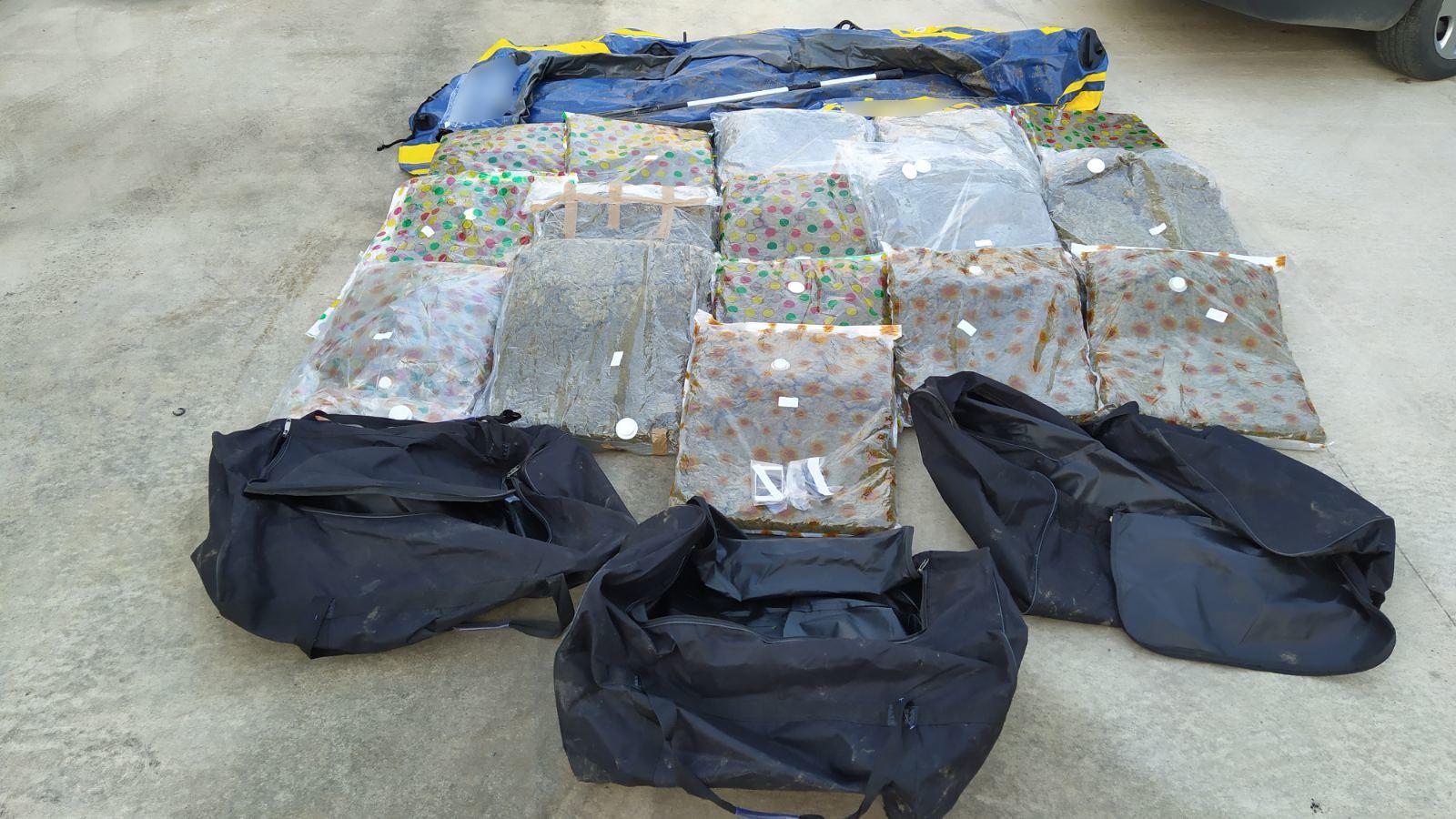 Περίπου 62 κιλά ακατέργαστης κάνναβης κατασχέθηκαν στο πλαίσιο επιχείρησης από αστυνομικούς της Διεύθυνσης Αστυνομίας Ορεστιάδας σε παρέβρια περιοχή του Έβρου