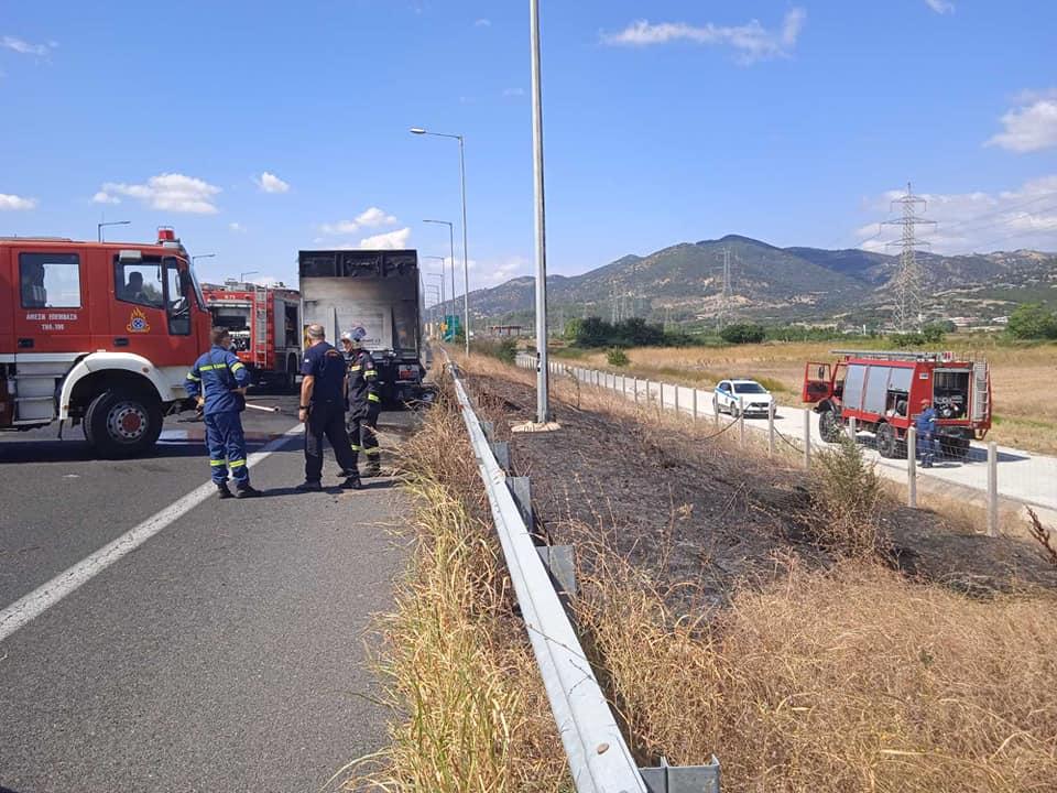 Κάηκε φορτηγό κοντά στον Ίασμο