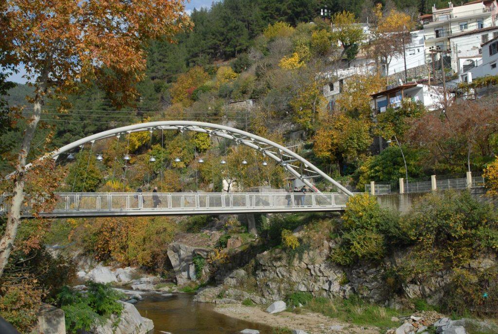 Πεζογέφυρα Κόσυνθου, μοντέρνα, ασφαλής, άκρως χρηστική και ένα από τα όμορφα σημεία της Αρχόντισσας της Θράκης