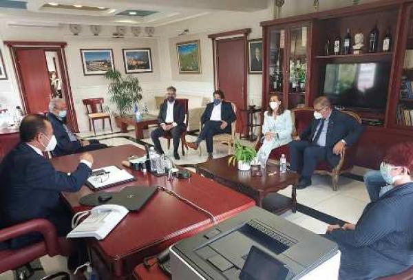 Συνάντηση Αντιπεριφερειάρχη Δράμας με τον Πρόεδρο του Πανελλήνιου Ιατρικού Συλλόγου Δρ.Αθανάσιο Εξαδάκτυλο, παρουσία των τριών βουλευτών Ν.Δράμας