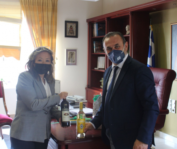 Η Γενική Πρόξενος των Η.Π.Α. στη Θεσσαλονίκη Elizabeth K. Lee στον Αντιπεριφερειάρχη Δράμας κ.Γεώργιο Παπαδόπουλο