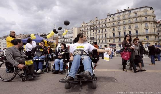 Δικαιώματα ατόμων με αναπηρία: Ευρωπαϊκή Κάρτα Αναπηρίας και εναρμόνιση ζητά το ΕΚ
