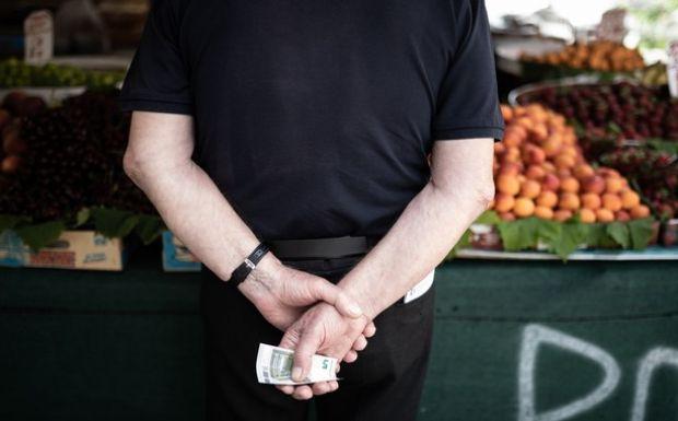 Ο μέσος Έλληνας, σύμφωνα με την ΕΛΣΤΑΤ,  δεν μπορεί να καλύψει αναγκαίες δαπάνες ύψους 395 ευρώ